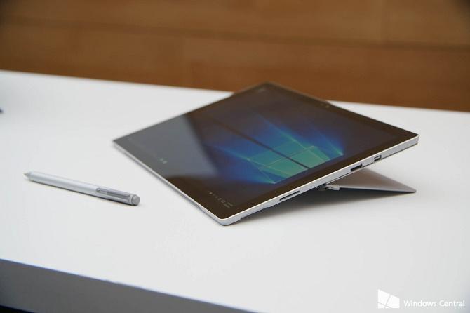 Nếu bạn sở hữu một trong hai chiếc laptop lai tablet ấn tượng mới được Microsoft ra mắt, bạn có thể ghé thăm trang chủ của hãng để tải về những tài liệu, công cụ hết sức hữu ích.