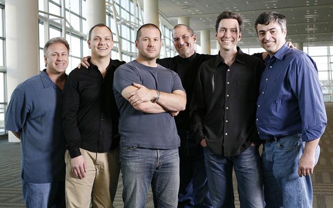 Theo lời Tony Fadell, nhà sáng lập của Nest và cũng là cựu nhân viên của Apple, Steve Jobs đã từng cân nhắc ý tưởng về một chiếc xe gắn mác Táo chỉ 1 năm sau khi ra mắt iPhone.