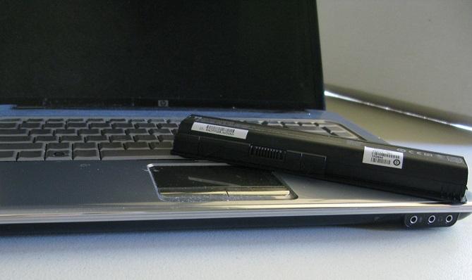 Bạn có nên cắm sạc laptop liên tục không?
