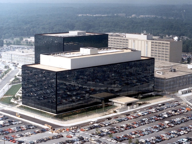 Nhằm loại bỏ cáo buộc về việc che giấu các lỗ hổng máy tính để phục vụ cho hành vi nghe lén, NSA đã lên tiếng khẳng định rằng cơ quan này thường tiết lộ thông tin về lỗi phần mềm đã tìm thấy với các công ty công nghệ trong 91% các trường hợp.