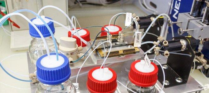IBM nghiên cứu 'máu điện tử 5D' để tăng tốc chip xử lý