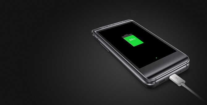 Samsung giới thiệu smartphone nấp gập W2016: chip Exynos, RAM 3 GB, camera 16 MP