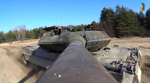 Chống rung máy ảnh bằng... nòng súng xe tăng