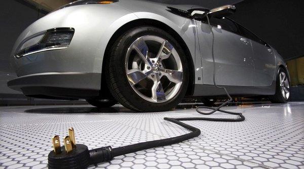 Xe điện tại Mỹ được phép 'im lặng' thêm vài tháng nữa