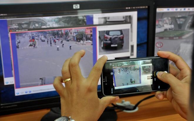 """Hà Nội: Ngày đầu tiên phạt """"nguội"""" vi phạm giao thông qua camera"""