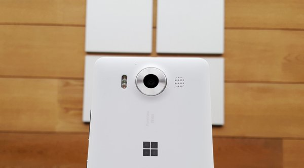 Surface Phone không chết, chỉ ra mắt trễ!