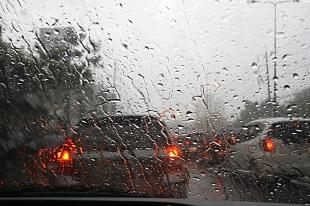 """Xe hơi có thể """"cảm nhận"""" đường ướt trong tương lai"""