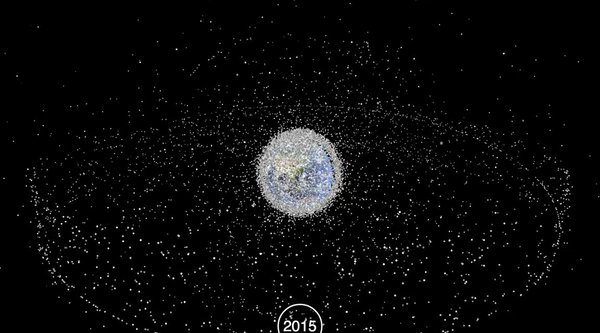 Video Trái Đất 'ngập' trong rác vũ trụ