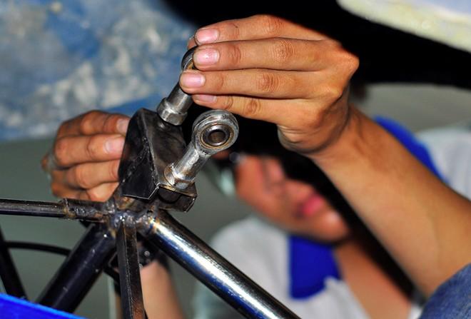 sinh viên sáng chế xe chạy bằng cồn