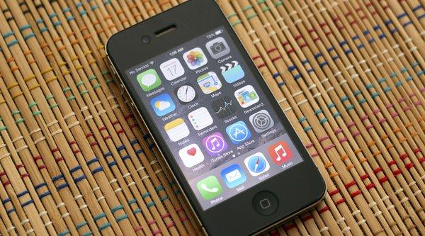 Apple đối diện với đơn kiện làm chậm iPhone cũ trên iOS mới