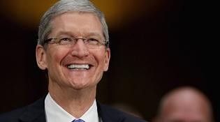 """Tim Cook bỏ túi 10,3 triệu USD trong năm 2015 dù Apple """"đang xuống dốc"""""""