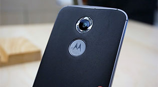 """Điện thoại Motorola từ nay sẽ gắn mác """"Moto by Lenovo"""""""