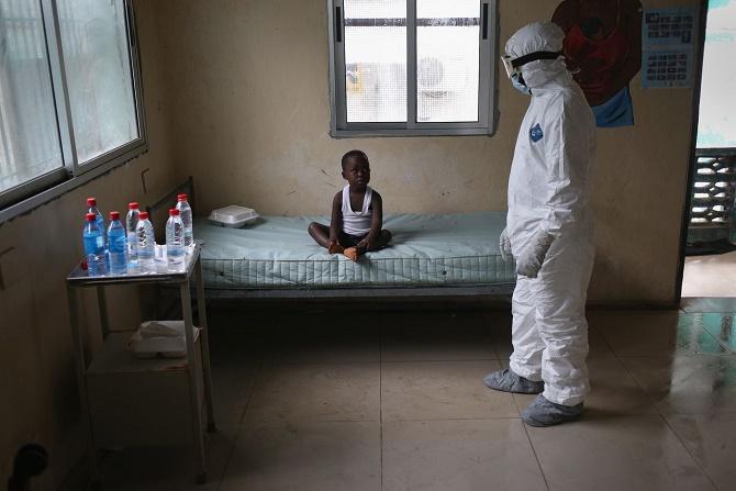 Hậu báo cáo của WHO: Lại có người nhiễm Ebola