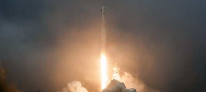 SpaceX lại thất bại trong thử nghiệm tên lửa 'tự hạ cánh' trên mặt biển