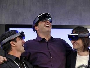 HoloLens sẽ dùng kết nối không dây, pin trụ được 5 giờ