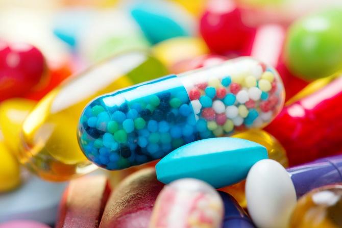 Theo Ars Technica, Trung tâm Kiểm soát Dịch bệnh Mỹ đã đưa ra khuyến cáo rằng các bác sĩ nên khuyên bệnh nhân dùng các loại thuốc đại trà (không đòi hỏi đơn thuốc) trước khi kê kháng sinh.
