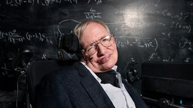 Stephen Hawking: Con người đang bên bờ vực tự diệt chính mình