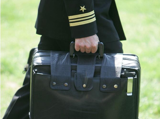 Bên trong chiếc túi da màu đen lúc nào cũng được xách theo Tổng thống Mỹ là chìa khóa giúp cho nhà lãnh đạo này đưa cả thế giới về… Thời Đồ Đá.