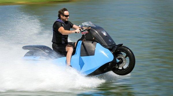 """Xem mẫu xe máy vừa biết chạy, vừa biết """"bơi"""""""