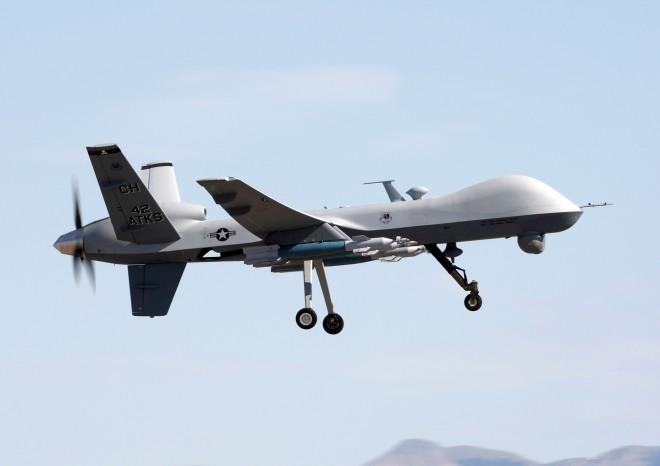 Điều đáng lo ngại là các công ước quốc tế vẫn chưa thực sự kiểm soát được quá trình phát triển và sử dụng các loại robot, vũ khí tự hành.