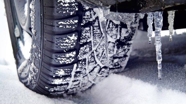 Kinh nghiệm chạy xe hơi khi trời tuyết
