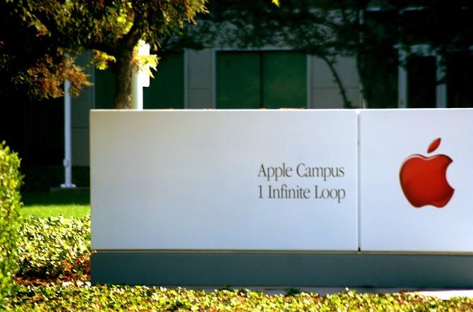 Không bằng lòng với hướng đi hiện tại của chương trình phát triển xe tự lái, ban lãnh đạo của Apple đã quyết định ngừng tuyển dụng cho