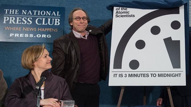 """Đồng hồ tận thế: Chỉ còn 3 phút nữa để """"cầu nguyện"""""""