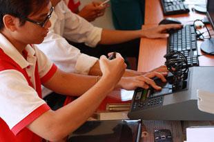 Mua laptop tại FPT Shop được hỗ trợ kỹ thuật miễn phí tại nhà