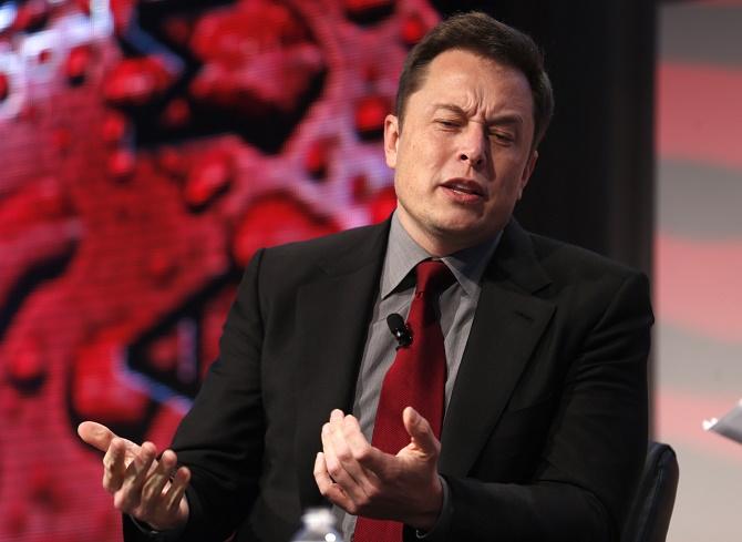 Dù là tỷ phú công nghệ nhưng Elon Musk có vẻ không rộng lượng một chút nào hết.
