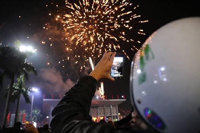 Tổng hợp một số hình ảnh bắn pháo hoa mừng năm mới