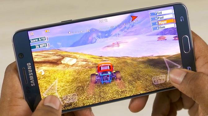 Intel không hề thua kém Qualcomm về tốc độ xử lý, nhưng rõ ràng hiệu năng xử lý không phải là yếu tố duy nhất cần có trên một chiếc smartphone.