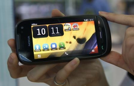 Trên tay điện thoại Nokia 701