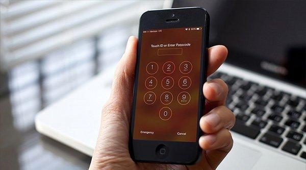 FBI muốn Apple mở khoá thêm 12 chiếc iPhone khác