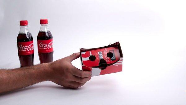 Biến bìa carton đựng chai Coca-Cola thành kính thực tế ảo