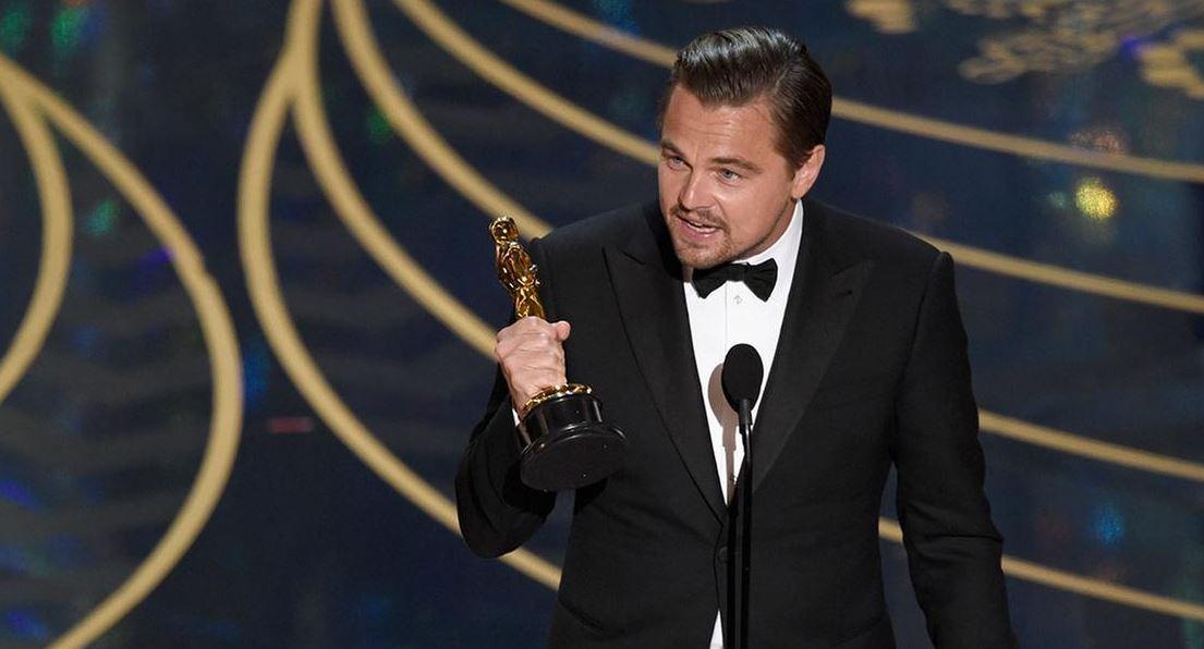 Leonardo DiCaprio và tượng vàng Oscar