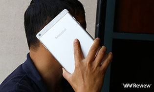 Trên tay máy tính bảng kiêm điện thoại giá 2,89 triệu đồng