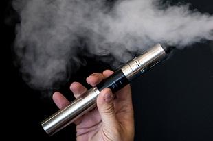 Mỹ cấm cả thuốc lá điện tử trên máy bay