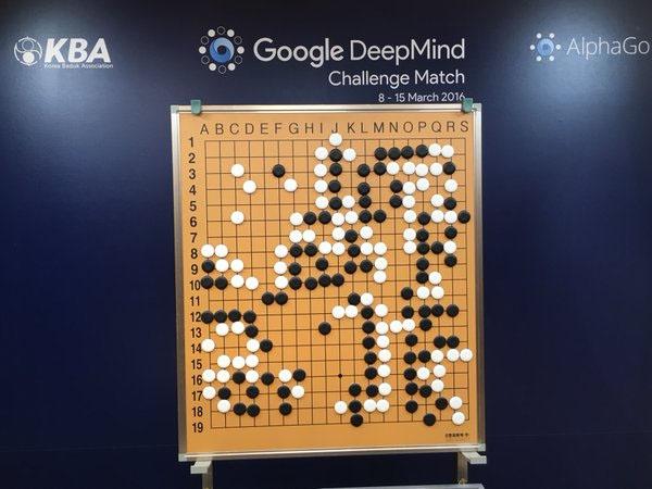 AI của Google đánh bại huyền thoại cờ vây