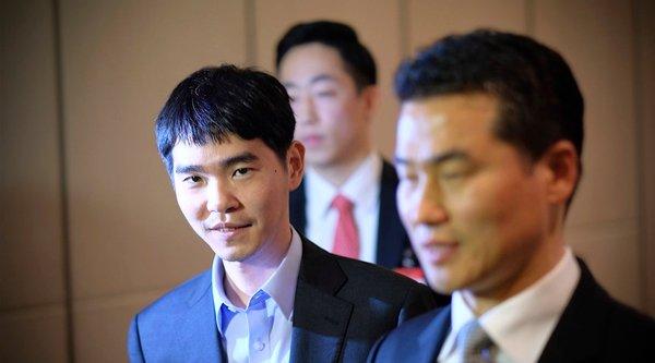Lee Sedol lần đầu thắng cờ vây trước AlphaGo