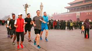 """Mark Zuckerberg liên tục """"ve vãn"""" Trung Quốc"""