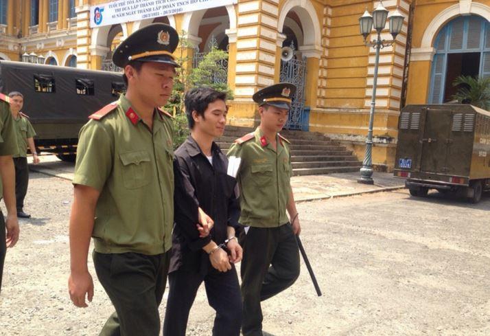 Đặt 'bom' ở Hà Nội, TP.HCM để... câu like fanpage bán lông mi giả