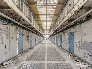 Lạ lẫm với chùm ảnh nhà tù bỏ hoang ở Châu Âu