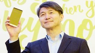 CEO LG đá xoáy iPhone SE của Apple