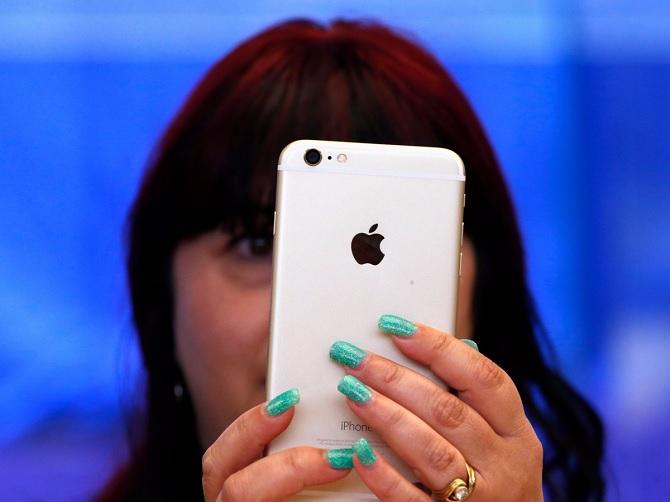 Apple làm được bao tiền khi bạn mua iPhone 64 GB thay vì 16 GB?
