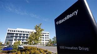 Doanh số điện thoại BlackBerry giảm một nửa, doanh thu thất vọng