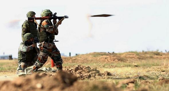 """Video súng phóng lựu RPG-28 """"Klyukva"""" bắn xuyên thủng tường bê tông dày"""