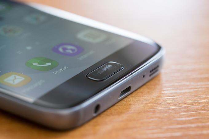Nút Home của Galaxy S7 và S7 edge dễ xước
