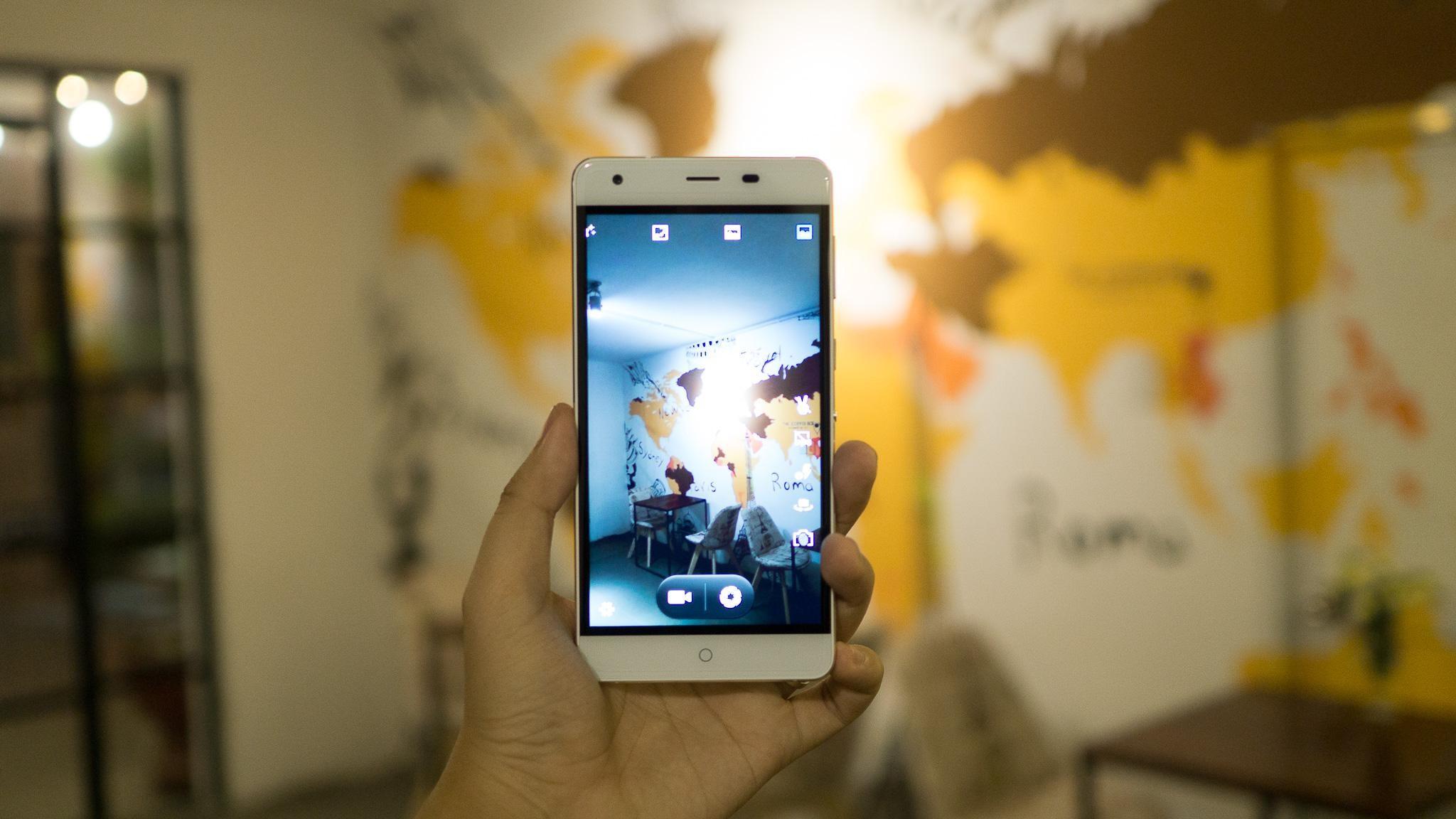 Cận cảnh smartphone tầm trung pin khủng TITAN Q8s