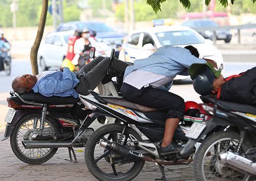Hà Nội nóng 37 độ C