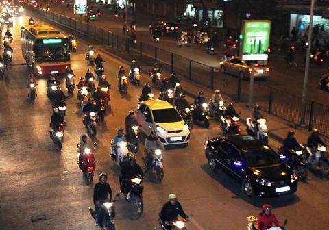 Phạt nặng nếu không bật đèn xe khi tham gia giao thông